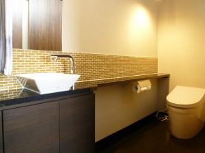 リラックスできるトイレ空間、和モダンテイストリフォーム