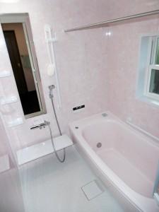 フロアタイルを使用し高級感を備えた暖かいお風呂へ