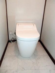 トイレの水洗化と掃除のしやすい床へリフォーム