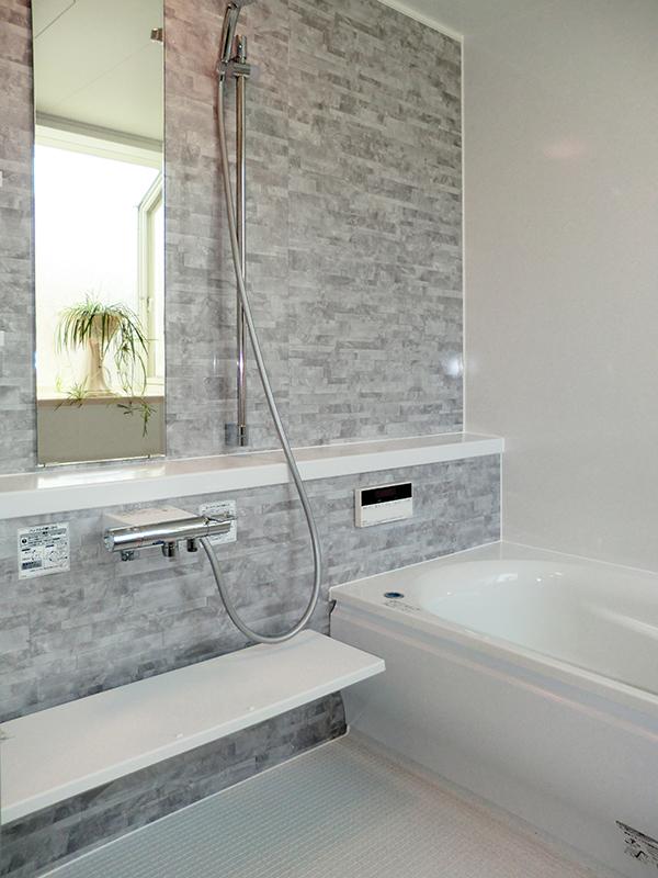 凍結の心配がない、解放感のある空間へお風呂リフォーム