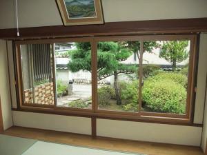 両サイドに壁を造作し、最大限活用できる窓へリフォーム