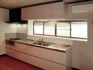 壁紙、床材再利用のキッチンリフォーム