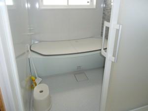 本格的な寒さに備えて、タイル風呂を迅速リフォーム!