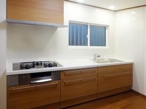 キッチンを交換し、使いやすく綺麗にリフォーム