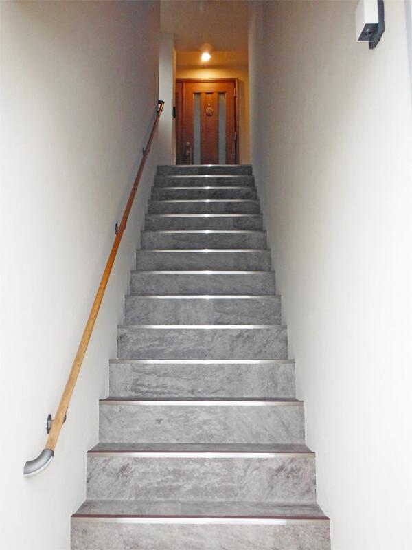 玄関アプローチをイメージチェンジして、帰ってくるのが楽しみな家へ